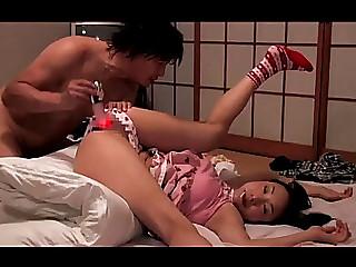 Japans tienermeisje wordt verdoofd en gedwongen menacing(zie meer:menacing bit.ly2dhiwu7)