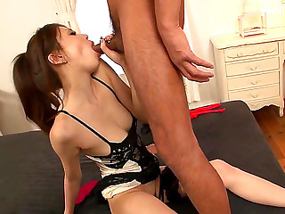Ameri Ichinose gives a oriental irrumation and receives rammed in bondageHDポルノ動画