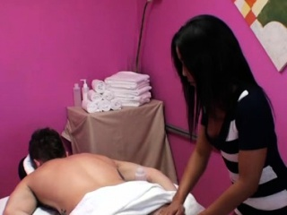 Little asian sweetheart knows how to feel sorry a buyer pleased