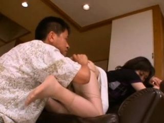 Curvy japanese honoured goes down on knob and rides ill poor
