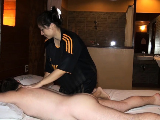 Big butt Asian amateur oily massage and fucked on culmination familiarize with